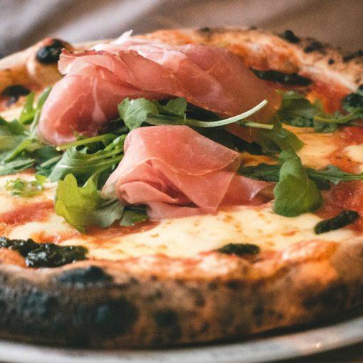 pizza al prosciutto crudo